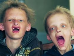 simon-dan-george-mirip-vampir
